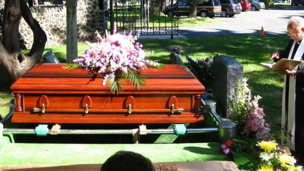 6172584675_f527110466_b_funeral1-775x437