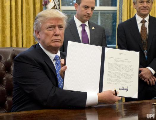 president-trump-signs-first-executive-orders_4_1