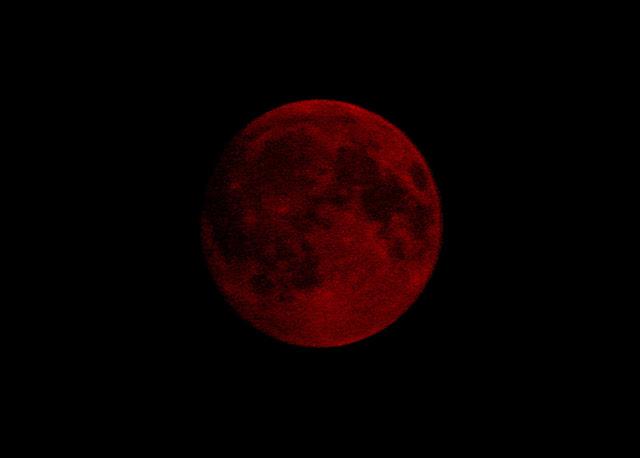 NR7O_2017-09-04-2200_Smoke-Blood Moon.jpg