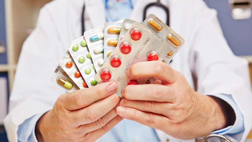 pharmacist-prescription-opioids-drugs-pills