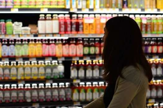woman_shopping_groceries