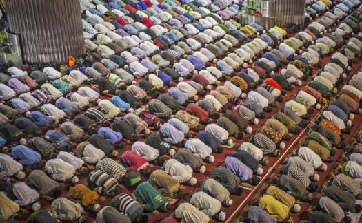 muslims-at-prayer_810_500_75_s_c1