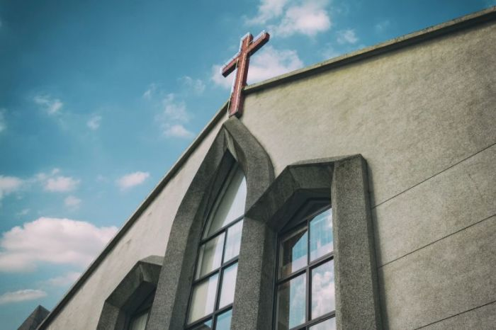 Majority of churches in decline or flatlining; nearly half see dip in giving, studysays