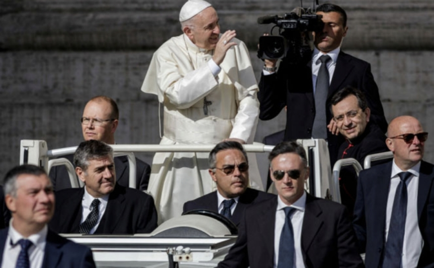 "Pope Francis may be the Antichrist; he just fulfilled an important prophecy warned about in Revelations by signing ""peace deal"" with Islamic leader"