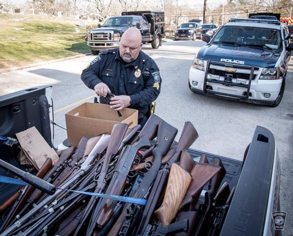 massachusetts-police-confiscate-guns-repeal-2nd-ammendment-26718