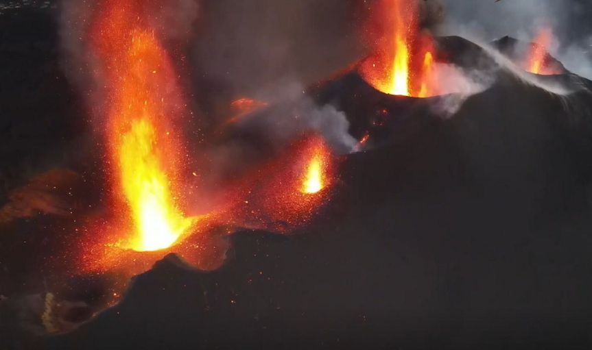 LA PALMA: ACTIVITY SOARS, MORE LAVA, NEW EMISSION POINTS, EARTHQUAKESINCREASE